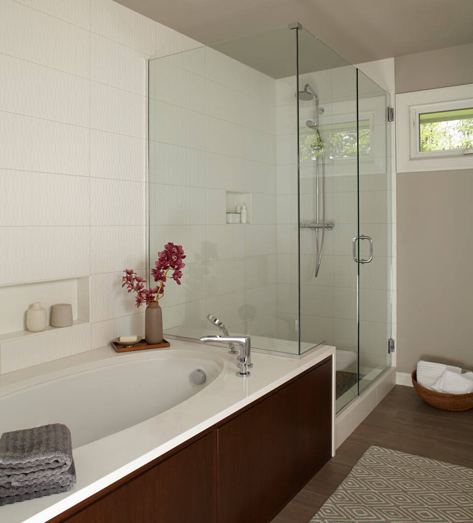 22 simple tips to make a small bathroom look bigger for Simple small bathroom
